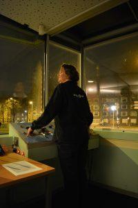 Brugwachter Jet van der Loos (Foto: Boris Lemereis)