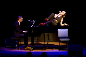 Cabaretière Louise Korthals en pianist Erik Verwey. (Bron: prinsjesfestival.nl)