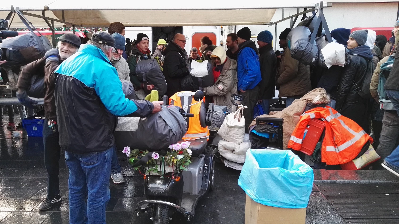 http://nap.journalismstudies.nl/wp-content/uploads/sites/2/2016/01/Sheltersuits3.jpg