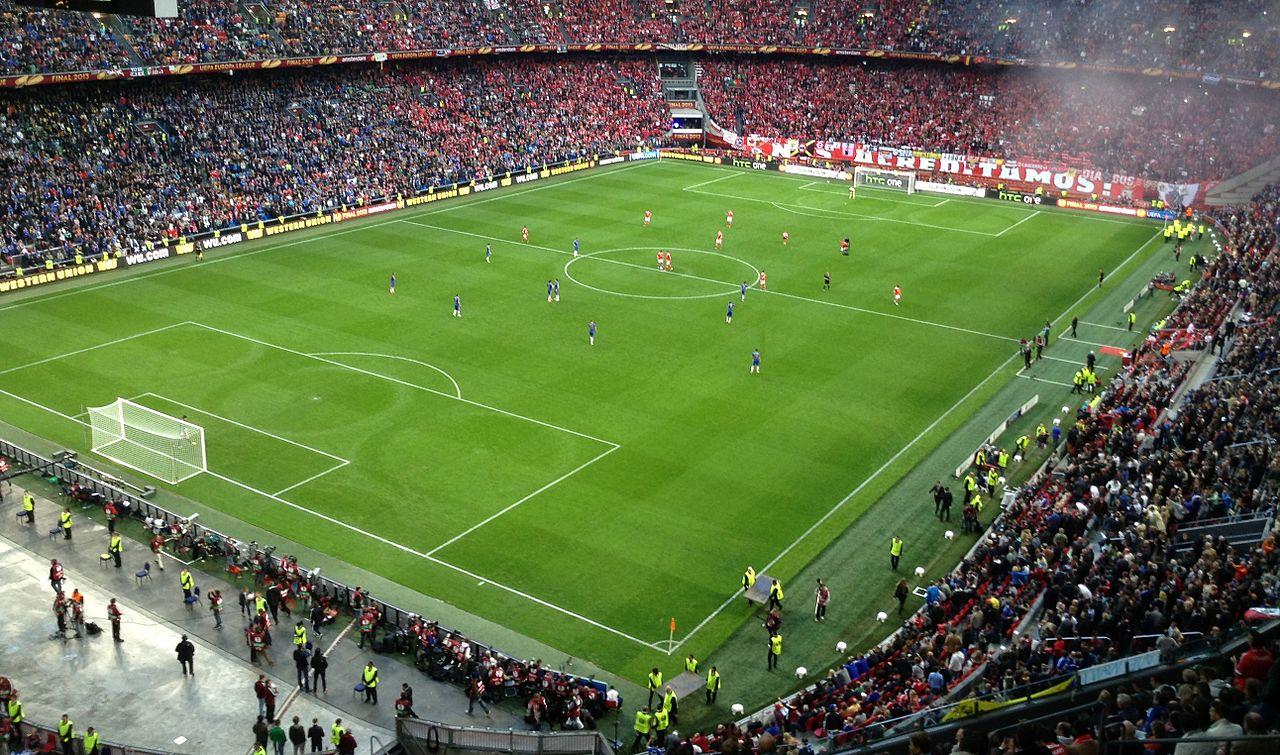 2012-13_Europa_League_final_-_Chelsea_FC_vs._SL_Benfica_Amsterdam_ArenA_kick-off